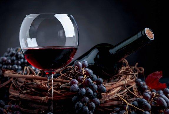 Kančí kýta na víně v šípkové omáčce