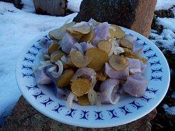 Bramborový salát raz dva z fialových brambor