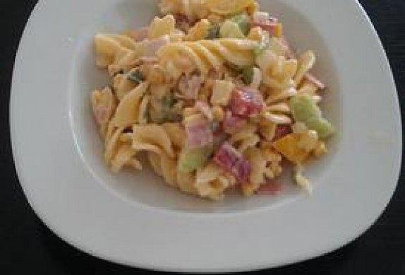 Těstovinový fusilli salát
