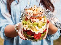 Vrstvený salát do sklenice