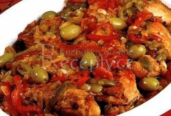 Kuře s paprikou a olivami
