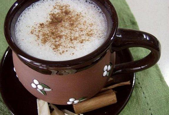 Bílá čokoláda se skořicí