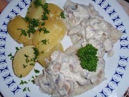 Ryba s houbovo-smetanovou omáčkou