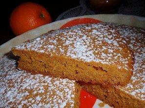 Mrkvovo-medový koláč s pomerančem