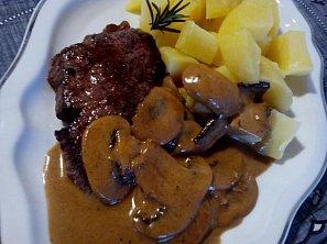 Steak s houbovým přelivem