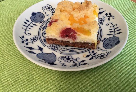 Super letní tvarohový koláč s ovocem