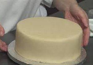 Jednoduchý  korpusový dort s marcipánem
