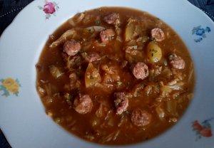 Kapustová polévka s nočky z vinné klobásy