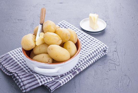 Bramborový salát na chlebíčky podle ČSN