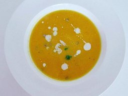 Mrkvová polévka s pomerančem