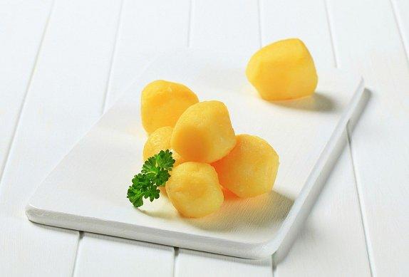 Zapečené brambory se sýrovou strouhankou
