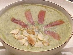 Brokolicová polévka s lososem