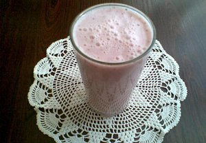 Jogurtovo-mléčný jahodový koktejl