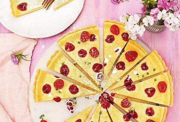 Křehký koláč s mascarpone a malinami