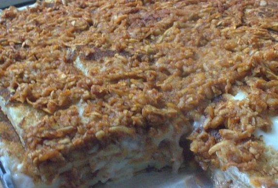 Palačinkový koláč s jablky a pudinkem