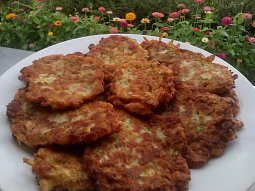 Cukeťáčky s uzeným masem (bramboráky z cukety)