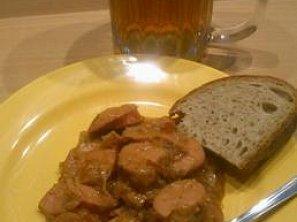 Salámové misky v cibulovém sosu