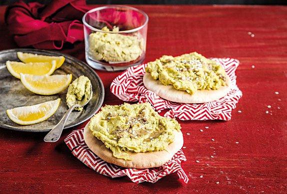 Placky s humusem z avokáda