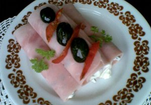Šunkové závitky s olivovou pěnou