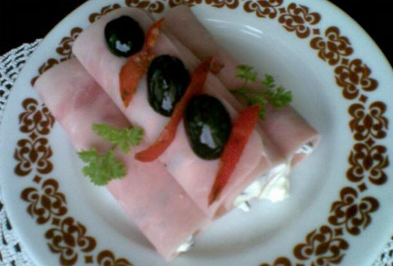 Šunkové závitky s olivovou pěnou photo-0