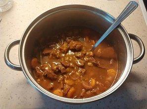 Vepřový kotlík s fazolemi