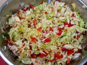 Zelný salát se zeleninou