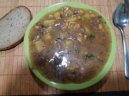 Bramborový guláš s fazolemi a hovězím masem