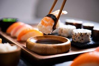 Recept na sushi – postup přípravy, suroviny a více variant receptu