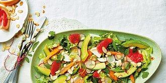 Jarní salát s grapefruitem a avokádem