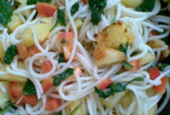 Smažené česnekové brambory s těstovinami