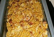Těstoviny zapečené s květákem a slaninou
