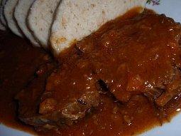 Hořčicové hovězí na špeku a zelenině