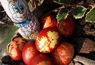 Barvená vejce v cibulových slupkách