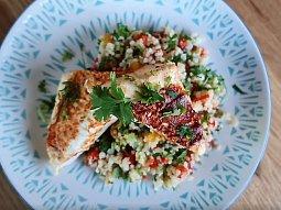 Těstovinový salát se zeleninou a bylinkami