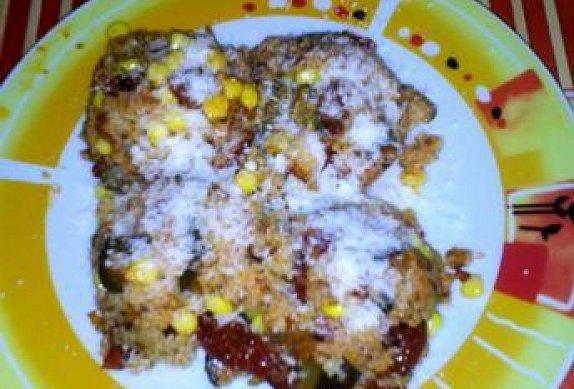 Kuskus s cuketou, sušenými rajčaty, kukuřicí a parmezánem