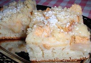 Jednoduchý ovocný koláč z kefíru s drobenkou
