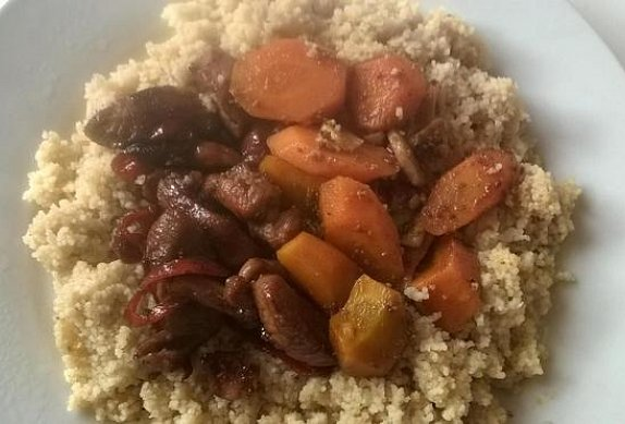 Kuskus s krůtím masem a pikantní mrkví