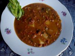 Čočková polévka s uzenou krkovičkou