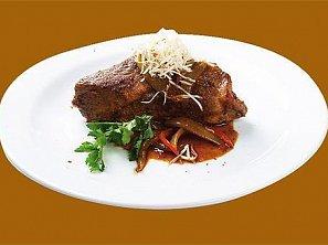 Farmářská vepřová krkovice s šalotkou pečená souse-vide