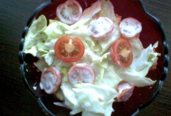 Ledový salát s cherry rajčátky a smetanou