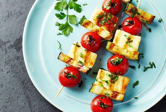 Vegetariánské špízy s feta sýrem na grilu photo-0