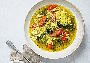 Zeleninová letní polévka s těstovinovou rýží