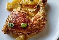 Kuřecí stehna na bramborách