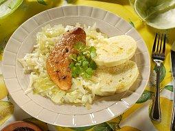 Vepřová pečeně s houskovými knedlíky a zelím