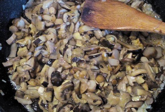 Bramboráčky s houbami na smetaně