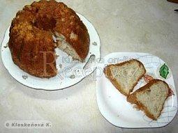 Bábovka s jablíčky a skořicí