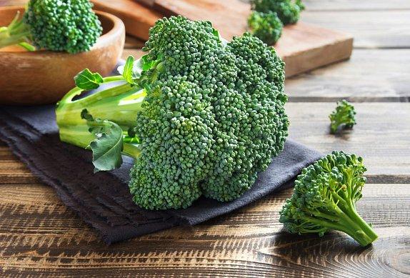 Zapečená brokolice s uzeným lososem