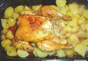 Kuře s bramborami pečené v troubě