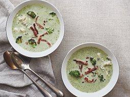 Brokolicová polévka se sýrem a slaninou