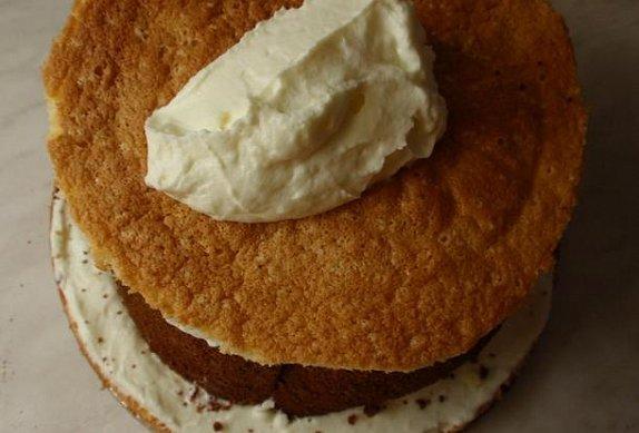 Bílý roládový dort